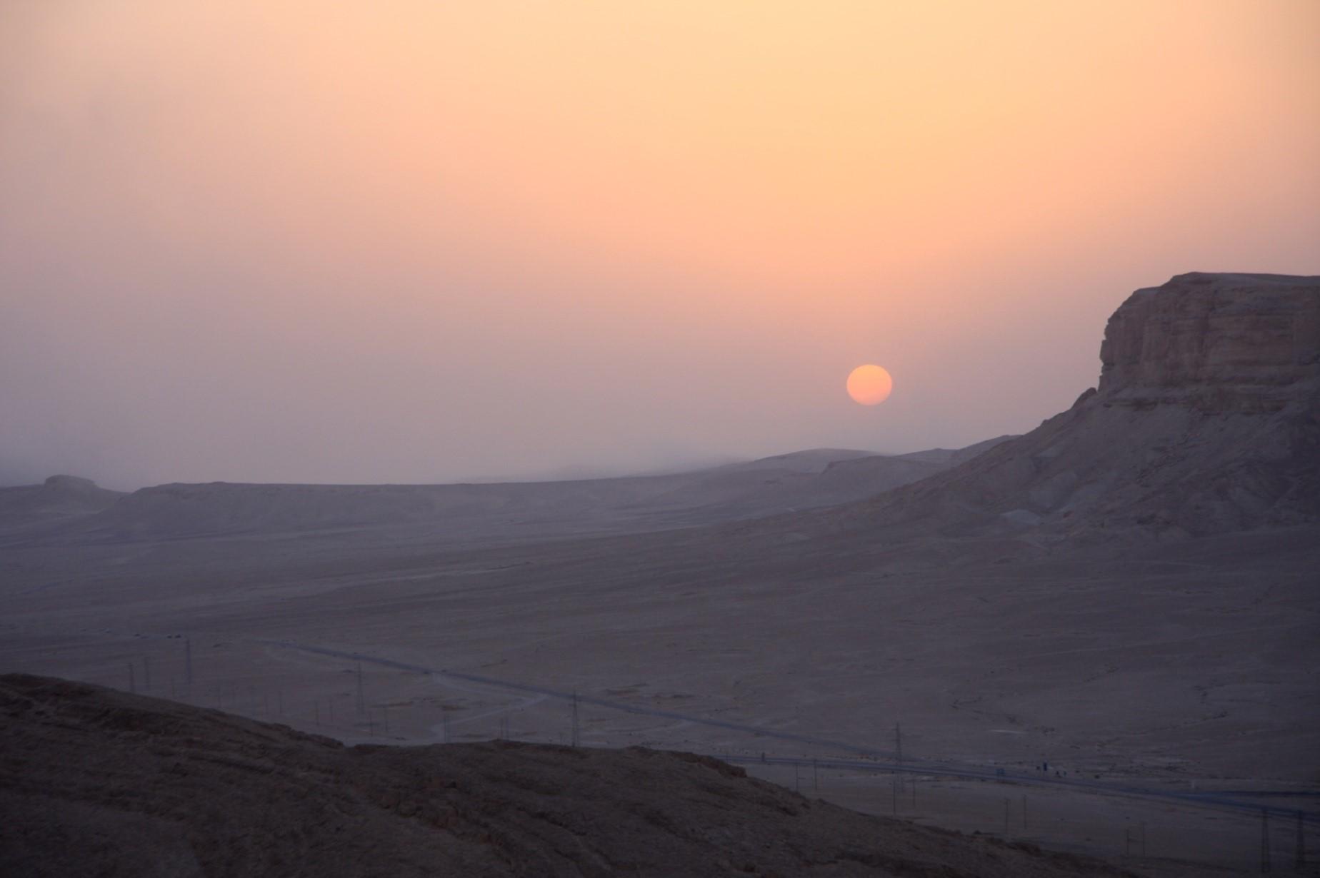 kuvituskuva, vuoristo auringonlaskussa
